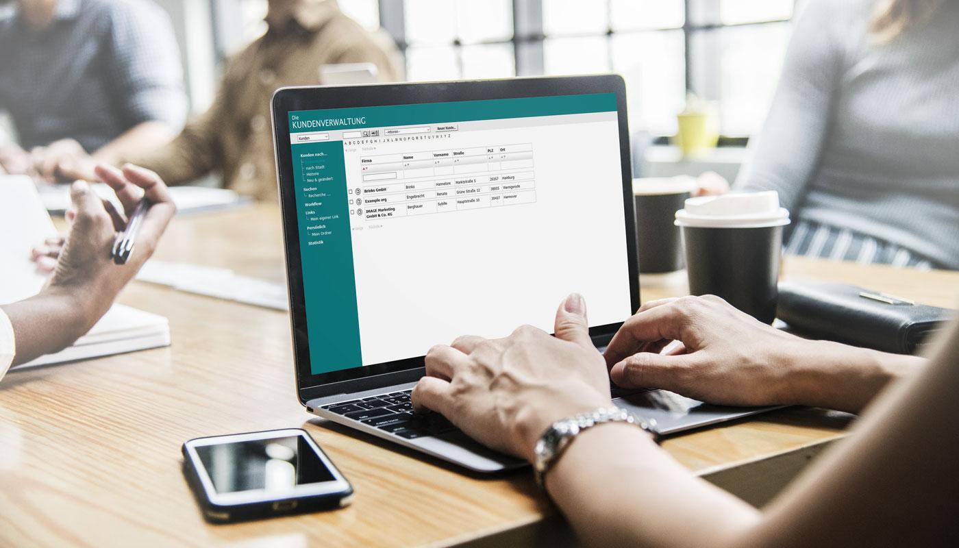 Arbeiten Sie effektiv und überall mit der Kundenverwaltung von datenbanken24.